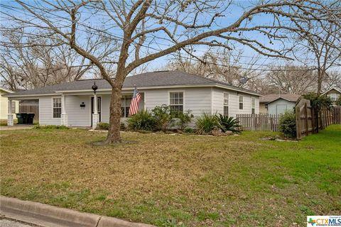 Photo of 704 N Market St, Hallettsville, TX 77964