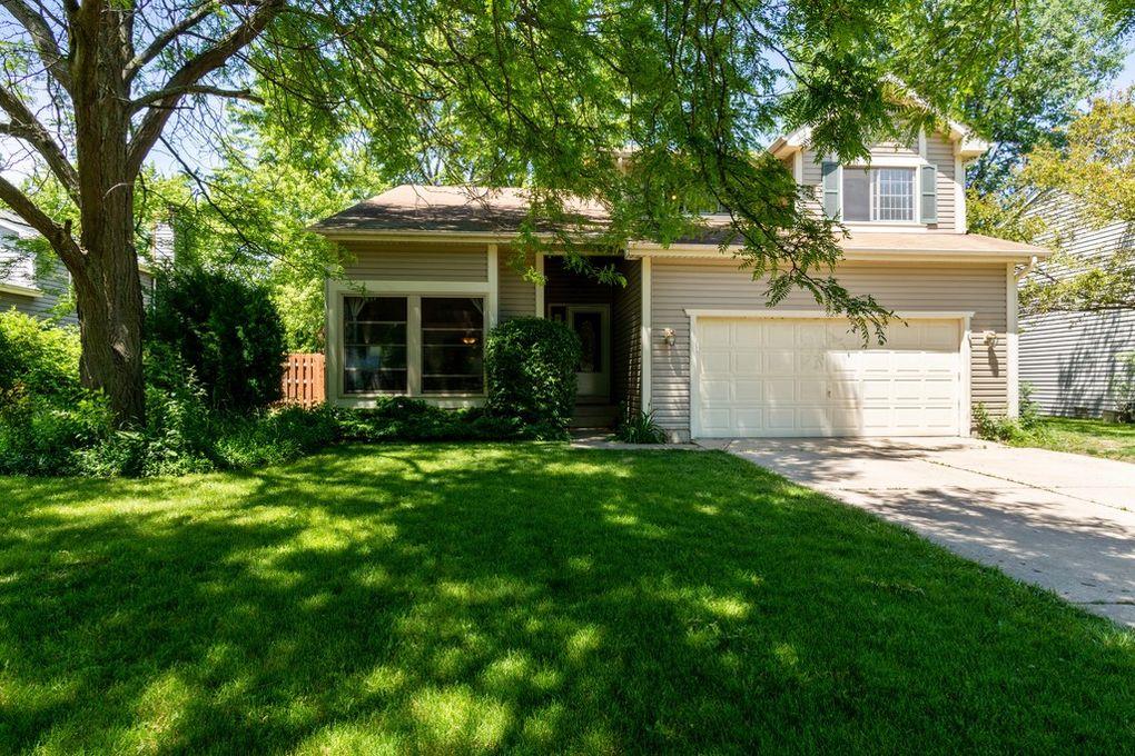 826 Boxwood Dr Crystal Lake, IL 60014