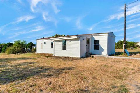 Photo of 4104 Goliad Dr, Granbury, TX 76048