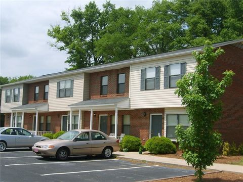 Photo of 420 Simpson Rd/ Midway Crossing Townhomes Rd, Anderson, SC 29621