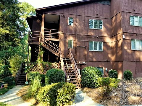 Photo of 804 Dover St, Southern Pines, NC 28387
