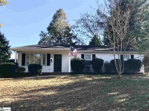Photo of 12 Rawood Dr, Travelers Rest, SC 29690