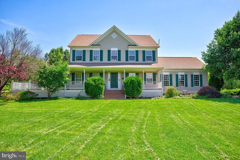 Photo of 35501 Troon Ct, Round Hill, VA 20141