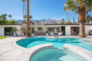 1124 S Sagebrush Rd Palm Springs, CA 92264