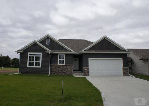 Photo of 701 Oakwood Dr, Webster City, IA 50595