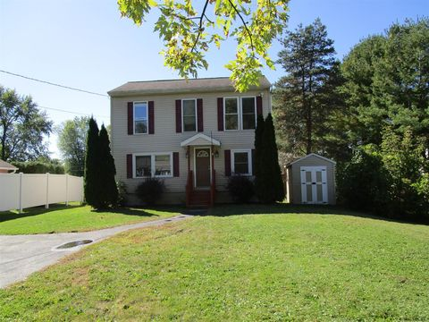 Photo of 9 New Hampshire Ave, Rensselaer, NY 12144