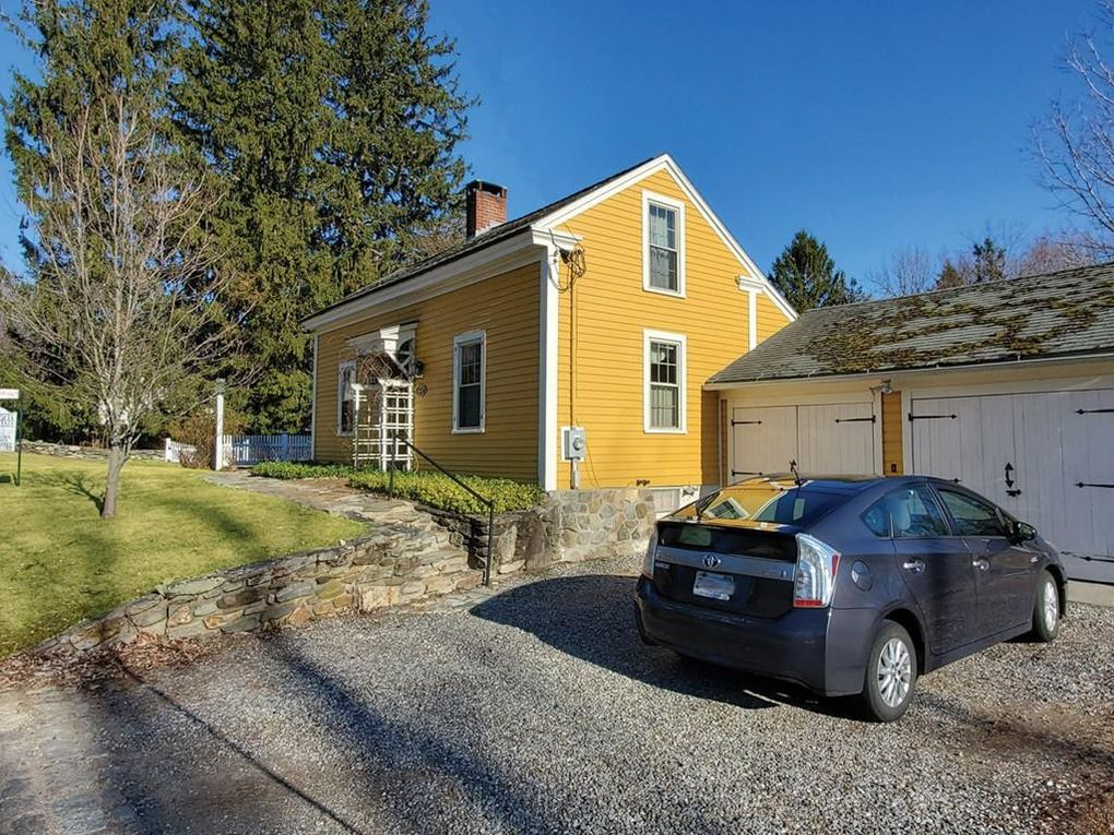 16 Maple St Paxton, MA 01612