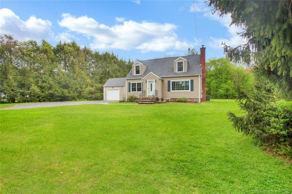20 Moss Ave Seymour, CT 06483