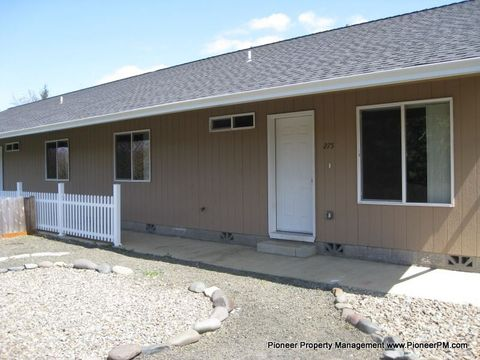 Photo of 275 Fairacres Ln, Roseburg, OR 97470