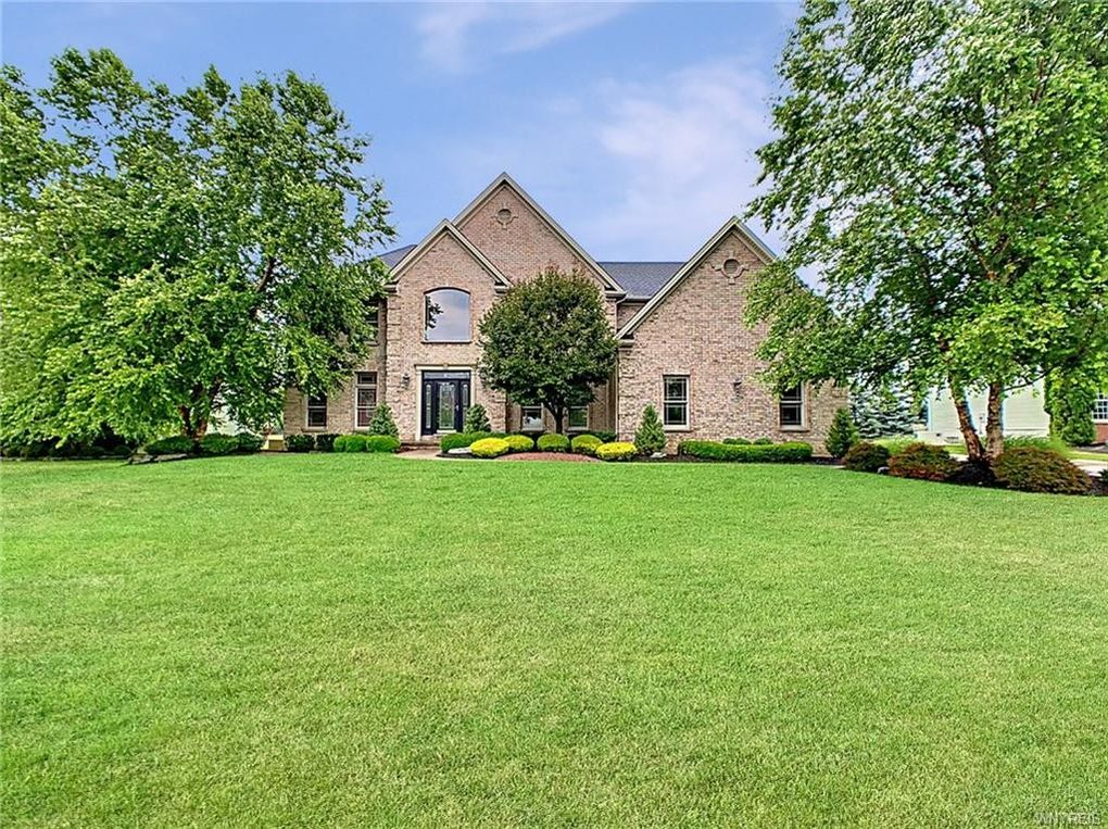 8823 Stonebriar Dr Clarence, NY 14032