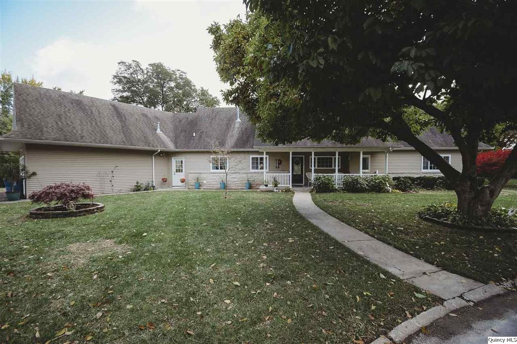 2804 Lincoln Hill Ct NW Quincy, IL 62301