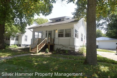 Photo of 1112 Washington St, Valparaiso, IN 46383