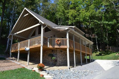 Photo of 89 Rolling Ln, Maggie Valley, NC 28751