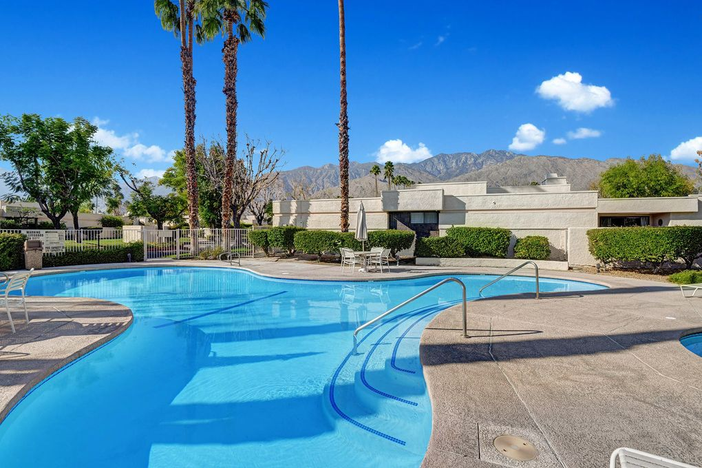 2040 Versailles Dr Palm Springs, CA 92264