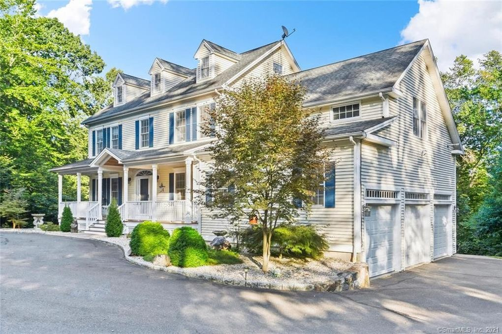16 Chauncey Dr Oxford, CT 06478
