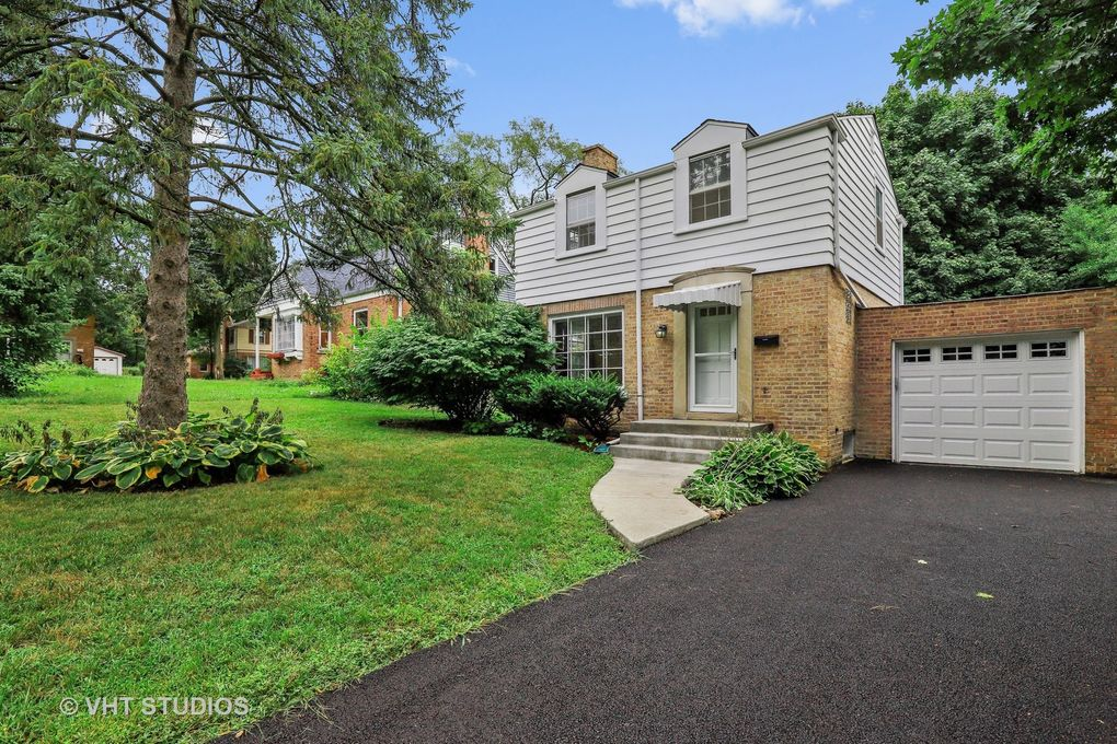 604 Ardmore Ter Libertyville, IL 60048