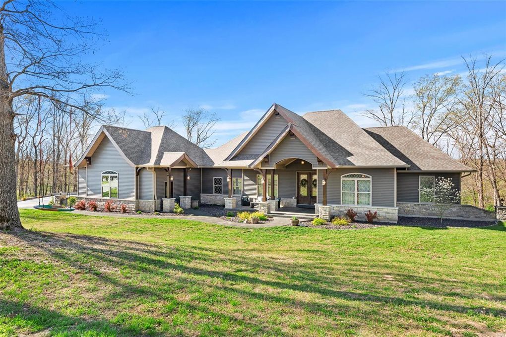 24 Kniess Ct Troy, MO 63379