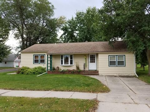 Photo of 410 E Maple St, Parkston, SD 57366