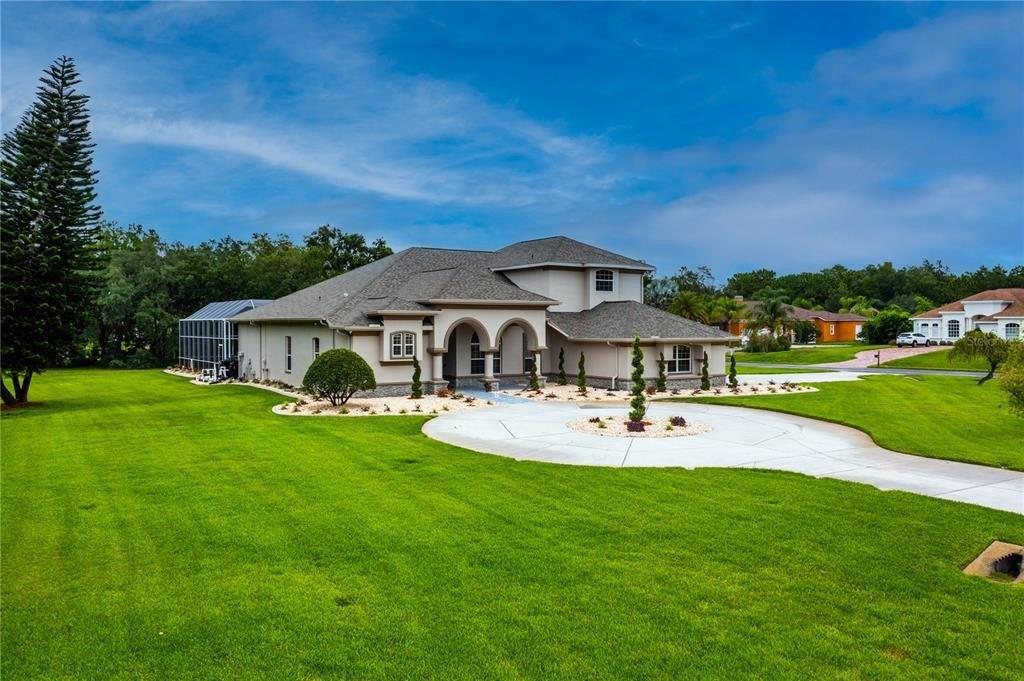 Yard featured at 1235 Oak Meadow Pt, New Port Richey, FL 34655