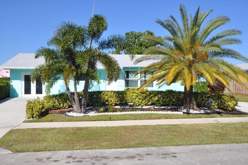 551 Teak Dr Lake Park, FL 33403