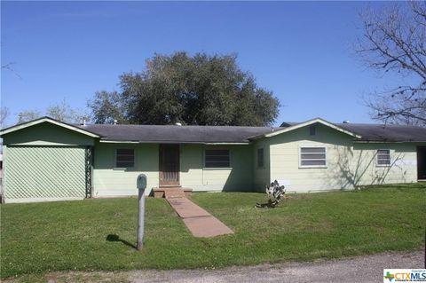 Photo of 211 Green St, Yoakum, TX 77995