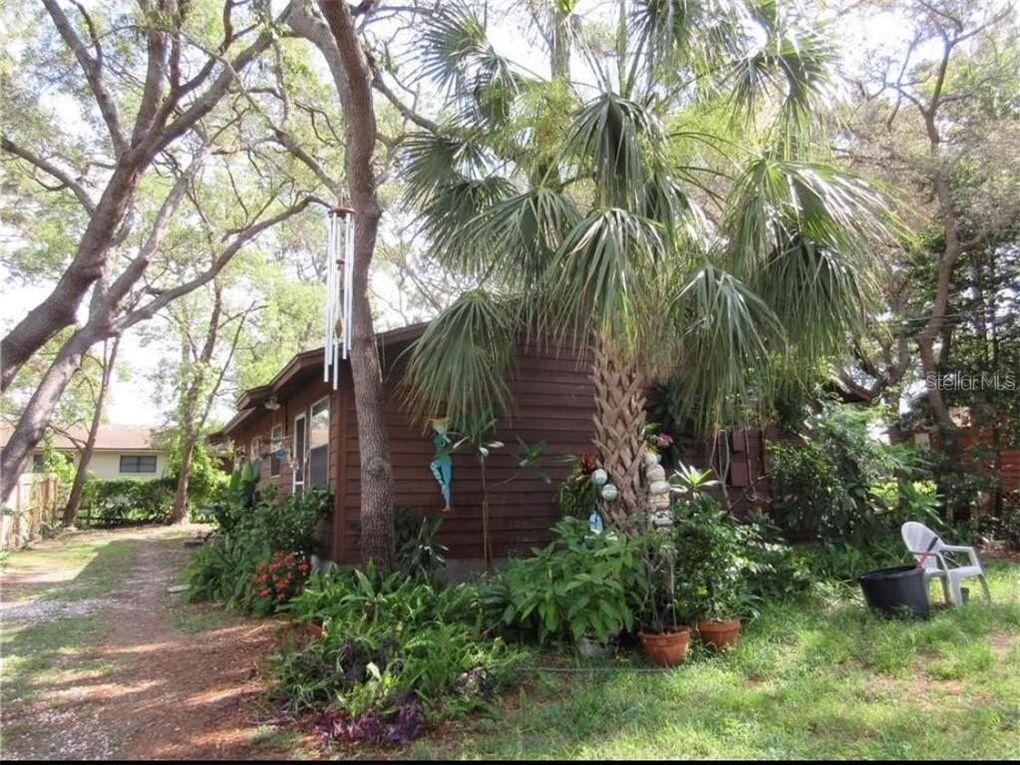 1163 E Spruce St Tarpon Springs, FL 34689