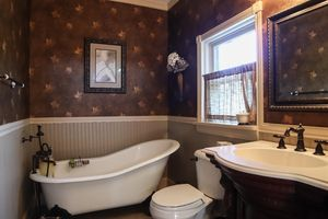 5397 Country Ln, Miami Township, OH 45150 - Bathroom