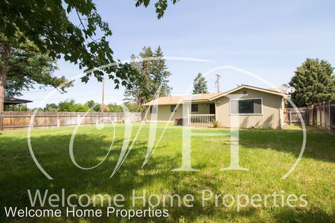 Photo of 305 Sw 10th St, College Place, WA 99324