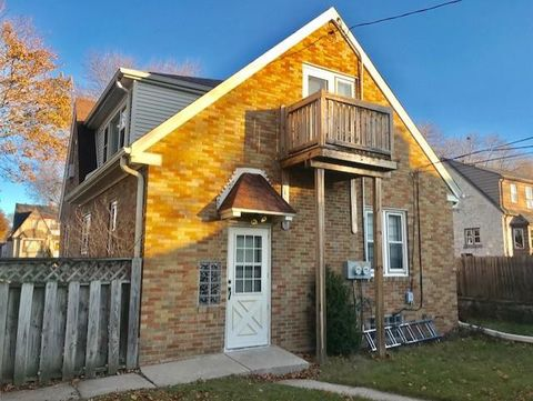 Photo of 7909 W Hayes Ave Unit Upper, West Allis, WI 53219