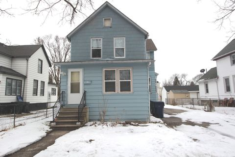 Photo of 906 Edwards St Unit Lower, Waukegan, IL 60085
