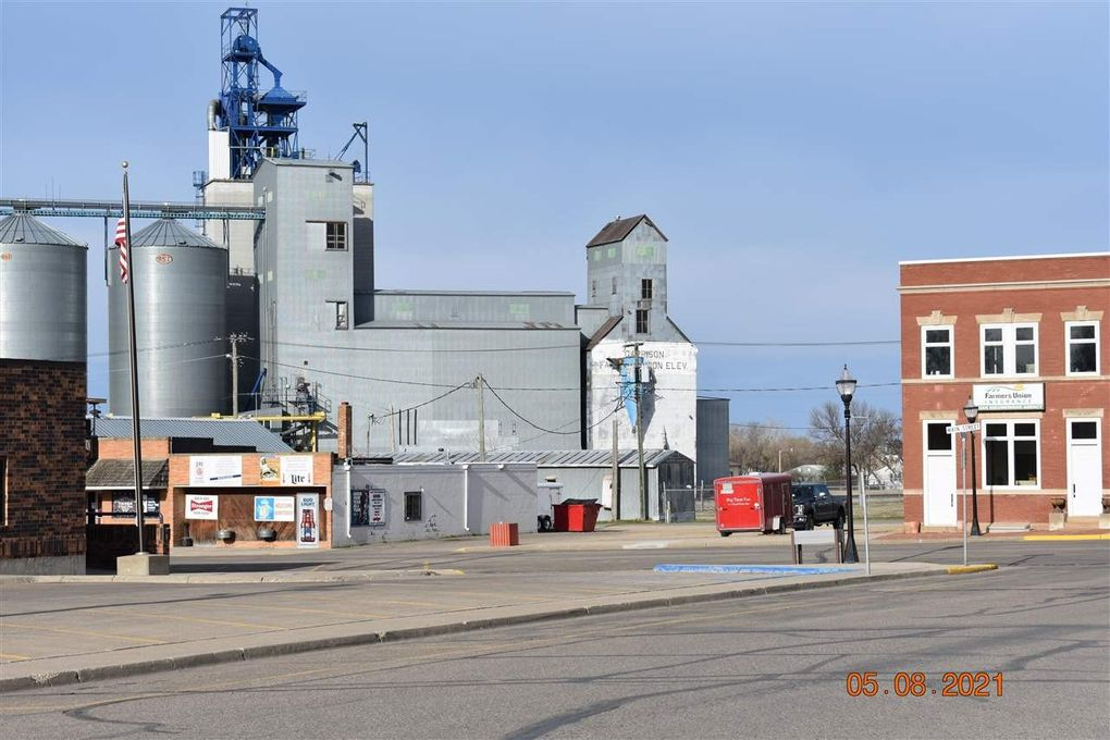 11 S Main St Garrison, ND 58540