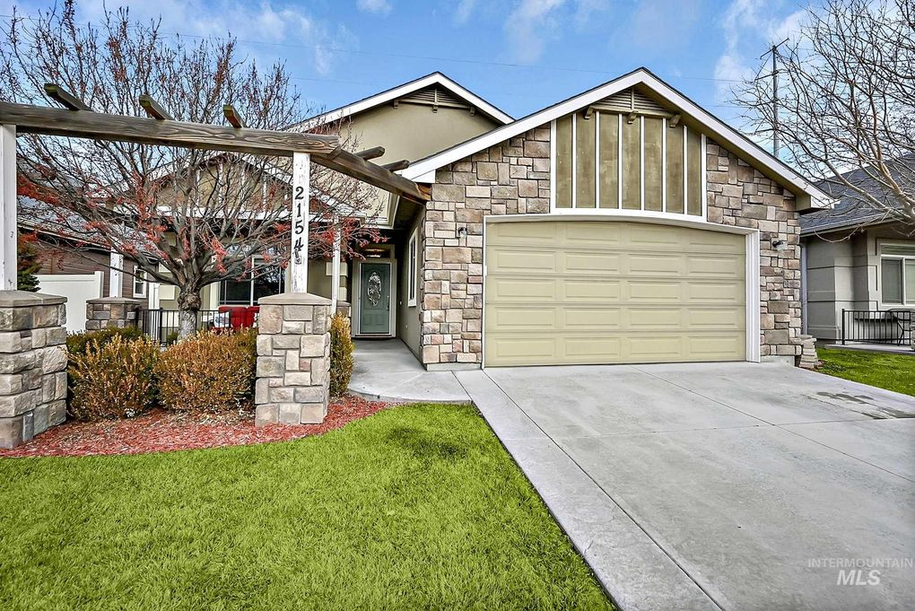2154 E Swiftwater Dr Meridian, ID 83646