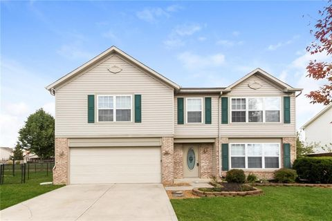 Photo of 565 Hummingbird Ln, Whiteland, IN 46184