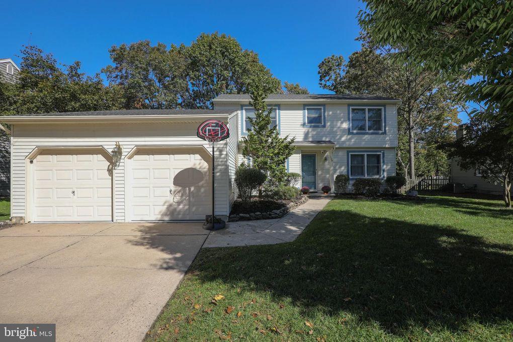 209 Knotty Oak Dr Mount Laurel, NJ 08054