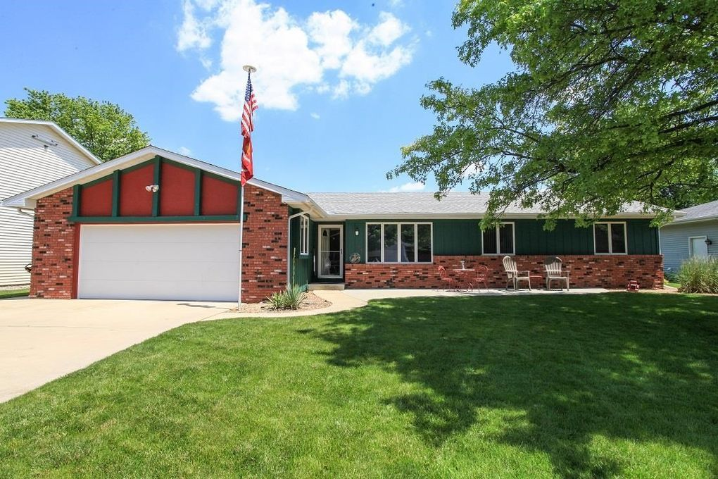 125 Crestwood Dr Lincoln, IL 62656