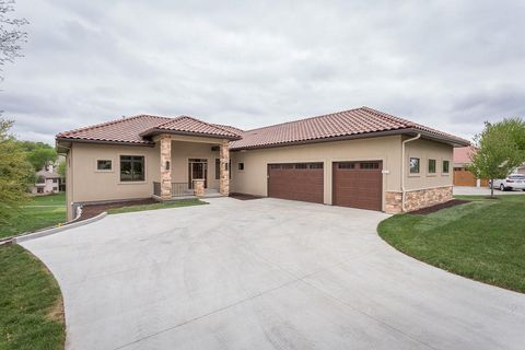 Photo of 513 Country Club Ter, Lawrence, KS 66049