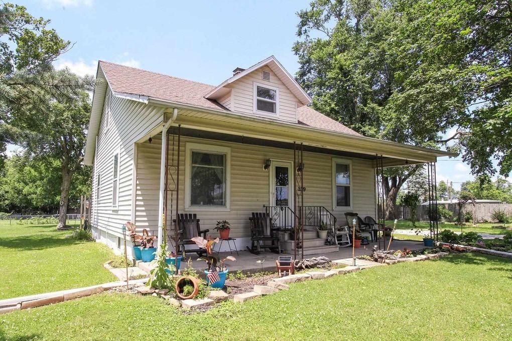 2319 Springfield Rd Bloomington, IL 61701