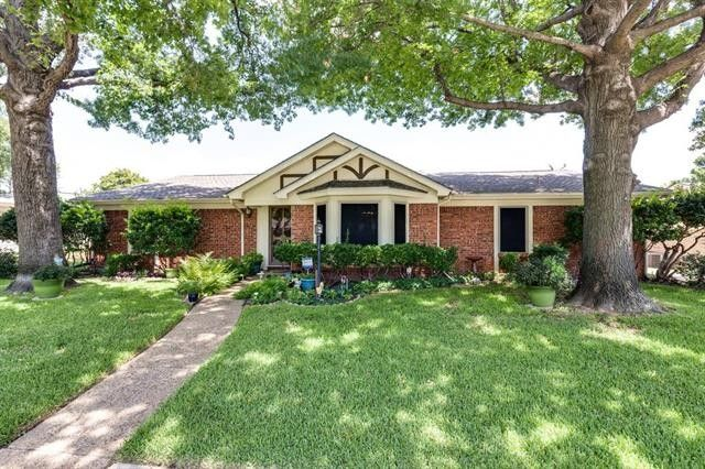 2524 Lakeview Dr Bedford, TX 76021