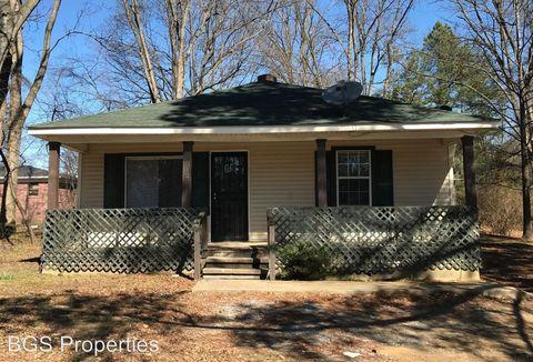 Photo of 812 Tucker St, Dyersburg, TN 38024