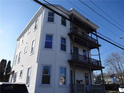 Photo of 190 Vincent Ave Apt 3, North Providence, RI 02904