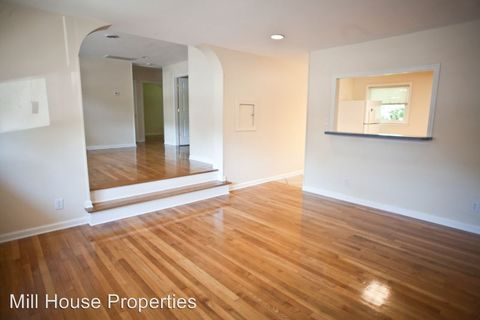 Photo of 611 Hillsborough St Apt 6, Chapel Hill, NC 27514