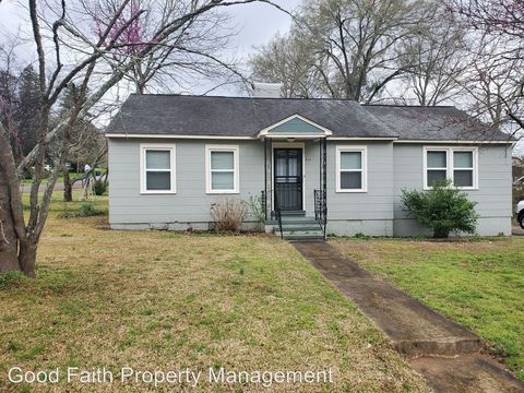 Photo of 830 Maplewood Ave, Anniston, AL 36207