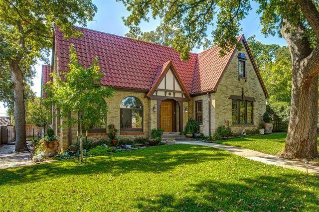 1015 W Oak St Denton, TX 76201