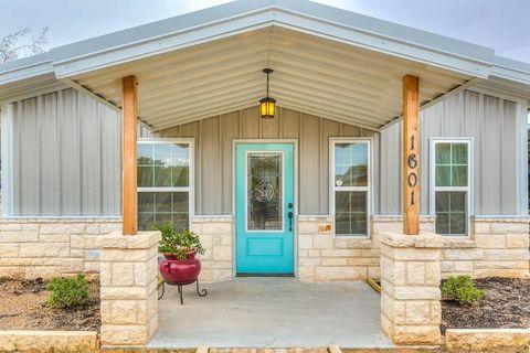Photo of 1601 N 3rd St, Ballinger, TX 76821
