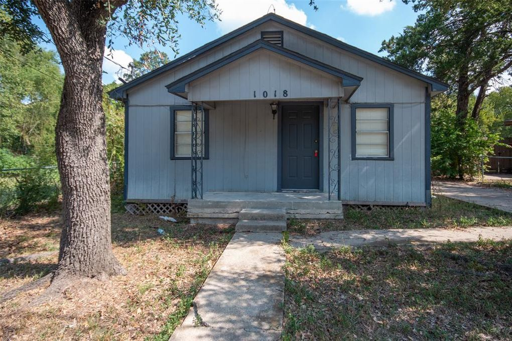 1018 W 16th St Bryan, TX 77803