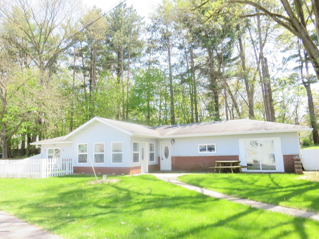 24999 Sandy Beach Dr Edwardsburg, MI 49112