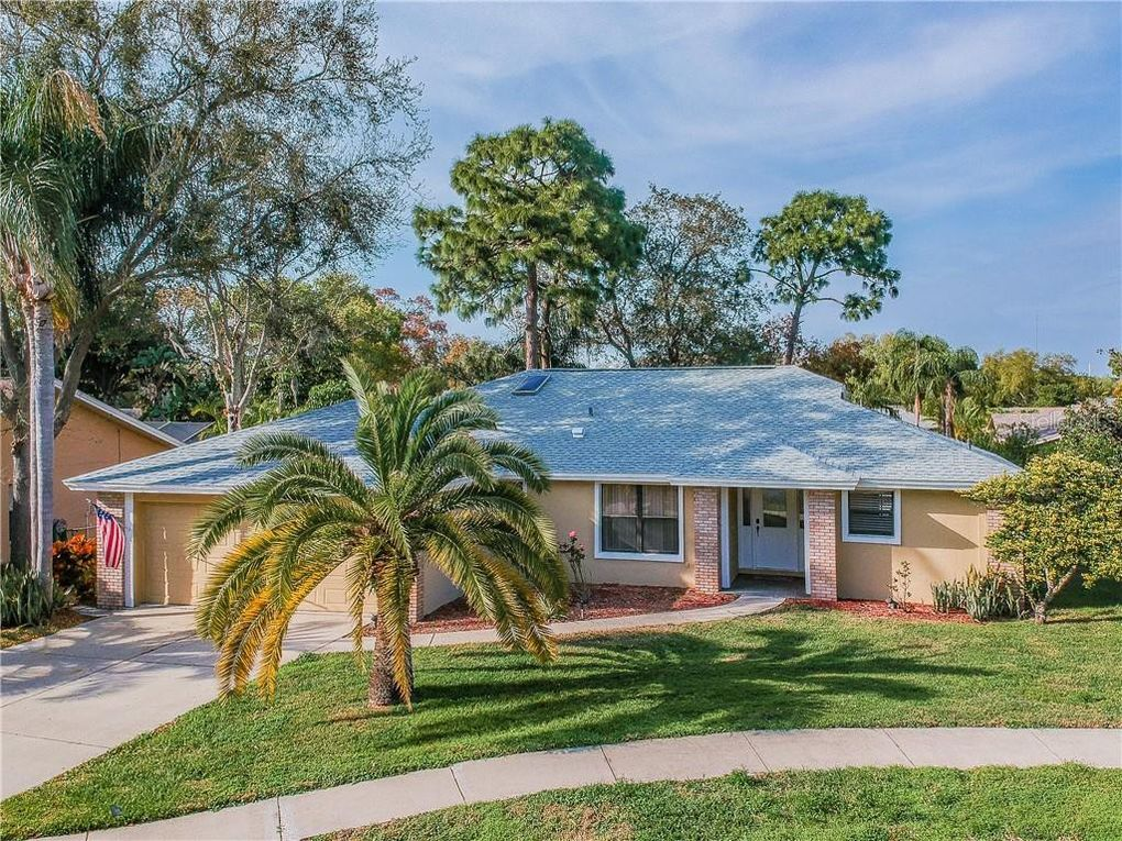 1304 Fir Ct Tarpon Springs, FL 34689