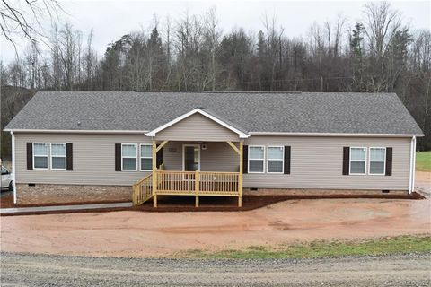 Photo of 451 Hacketts Rd, Millers Creek, NC 28651