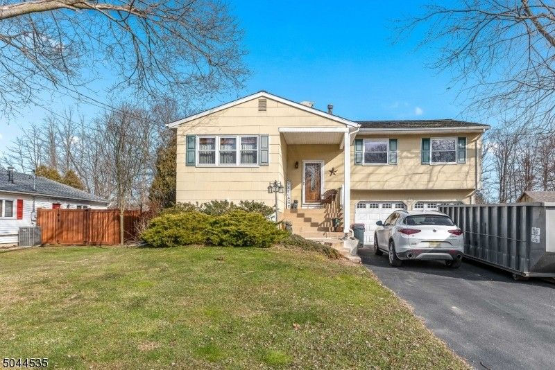 125 College View Dr Hackettstown, NJ 07840