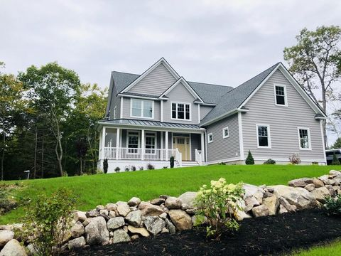 Photo of 8 Plum Hill Rd, Manchester, MA 01944